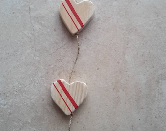 Garland of 3 hearts with red decoration made of wood
