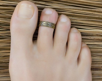 Gold midi ring. gold toe ring. foot jewelry. adjustable toe ring.
