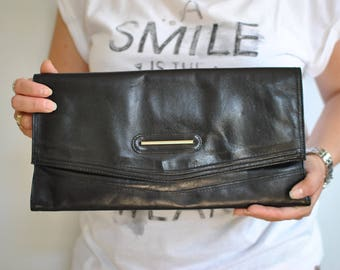 Vintage LEATHER CLUTCH ...........(301)