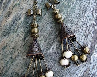 "Bohemian earrings ""Gipsy"", Ecru howlite bead and bronze bead"
