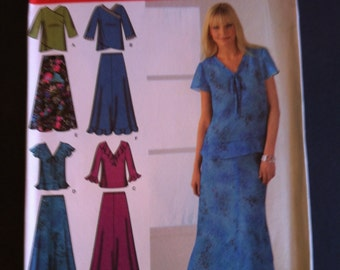 2006 Simplicity Easy to Sew Pattern 4221 Pullover Blouse or Top and Pull-On Skirt