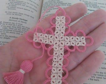 Marque page Bible écru rose & crémeux de Pâques vente Tatted Croix frivolité fait à la main