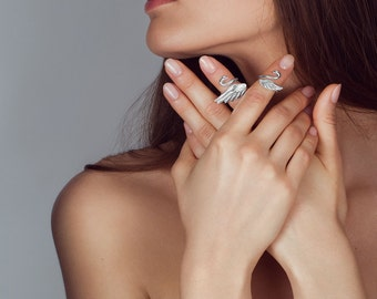 Big Swan knuckle ring