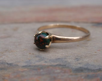Victorian Bloodstone Ladies Ring Vintage 10k claw set round red green gothic yellow gold engagement