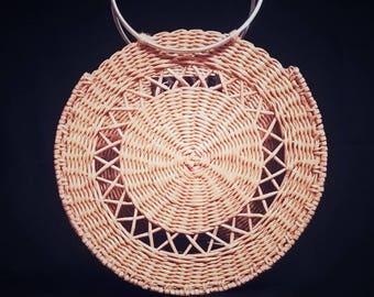 Handmade beautiful plaited bag_beige and round_Fisenko
