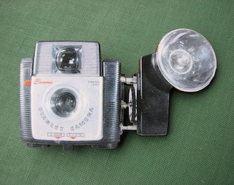 Brownie Starlet camera brooch with flash - vintage photography pin (the bigger one)