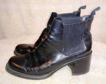 Vintage 90s BLK Cole Haan Chelsea Gore Pull on Boots Stack Heel Chunk Lady  Bird