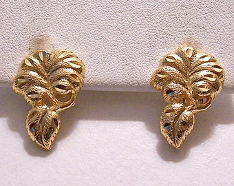 Frosted Leaf Clip On Earrings Gold Tone Vintage Deep Etched Rib Lines White Padded Comfort Paddle Discs