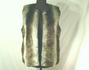 Cozy Plush Faux Fur Vest Gray Grey To Brown Ombre Stripes Outerwear Sleeveless Jacket Never Worn Fully Lined Hip Vegan Women's Size Medium