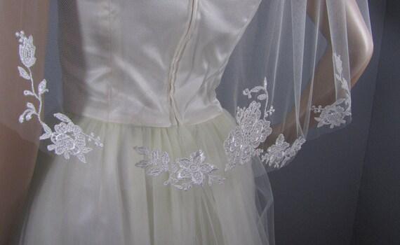 Ivory Wedding Veil, Bridal Waist Veil, Floral Veil, Embroidered Lace Veil, Short Veil, Simple Veil, Wedding Vail, Elegant Veil, Bride Attire