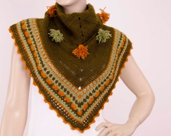 Crochet triangel scarf with tassel