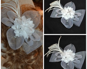Flower fascinator, feather wedding hair clip, Ivory feather fascinator,Flower hats,flower hair clip, White  Ivory feather corsage. pin