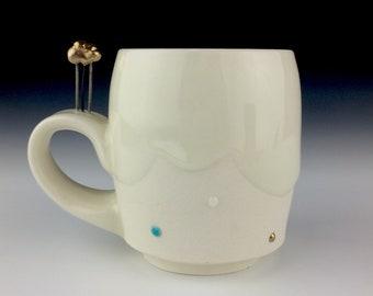 Cloud handle mug