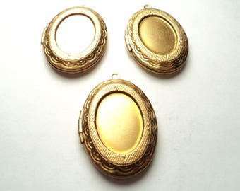 3 -  Oval ornate lockets with setting - m61