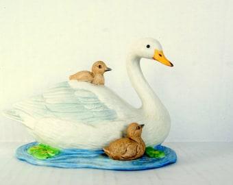Homco Swans Figurine, MINT Homco Swan and Cygnets, 1467, Mama Swan Babies, Pond Life, Lake Life Decor, Mother and Child, White Swan Figurine