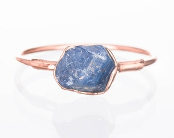 Raw Sapphire Ring for Women, Rose Gold Ring, September Birthstone Ring, Gemstone Ring, Raw Crystal Ring, Raw Stone Ring, Blue Delicate Ring