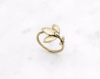 Flower Stem ring - brass