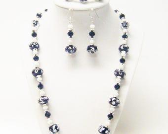 Black/White Swirl Donut Glass Bead Necklace/Bracelet/Earrings Set
