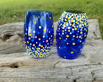 West Virginia University Mountaineers inspired confetti stemless wine glass set, WVU wineglasses, WV wine glass set, WVU stemless glass set