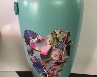 Button heart vase