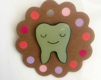 Vintage Pins: Smiley Wisdom Tooth