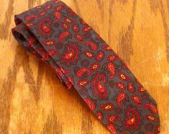 "vtg 50s 60s Dark Green / Red Paisley Italian Silk Skinny Tie Necktie 54"" 2.5"""