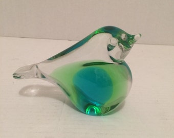 Beautiful glass bird paperweight signed ronnely sweclele 1416