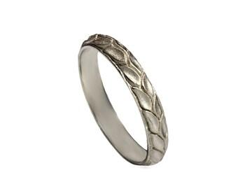 14k Hand engraved leaf wedding band, leafs wedding ring , vintage leaf gold band ,thin leaf ring, engraved leaf band, 18k solid white gold