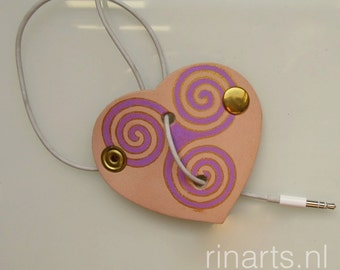 Earphone cord keeper / headphone cable organizer HEART in hand painted natural veg tan.leather. Original RINARTS cable organizer