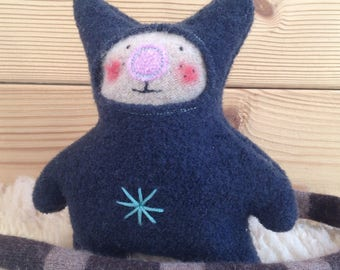 Cuddly little Maou 100% recycled wool wool blue night