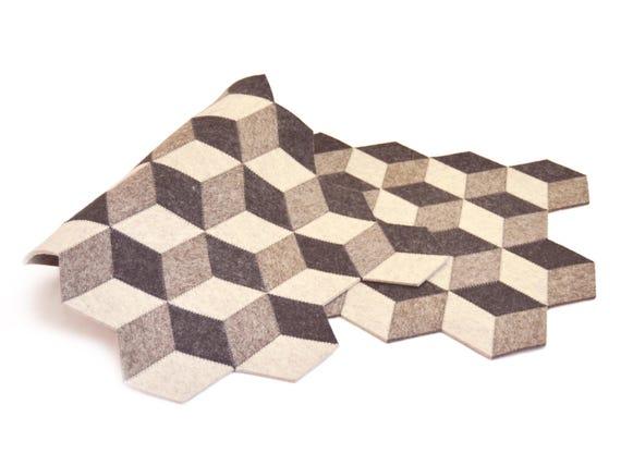 Dark grey felt table runner / wool felt runner / geometric runner / grey runner / felt runner / modern design / minimalist home decor