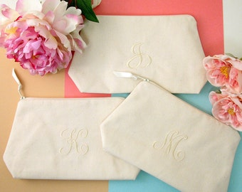 Bridesmaid Makeup Bag~ Personalized Bridesmaid Gift~ Bridesmaid Cosmetic Bag~ Maid of Honor Gift~ Bridal Party Gift~ Travel Gift for Women