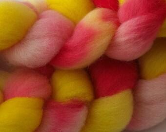 163 g Strawberry Banana roving for spinning, 5.76 oz, White 56s fibre