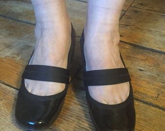 """90's Kenneth Cole Reaction Black Patten Leather Wedge Heel Shoes   Size 7 1/2 Heels 1.5"""" H GENTLY WORN!"""