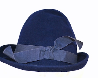 1950s NOS Navy Blue Felted Wool Cloche Hat with Brim by Ritz, Size Medium