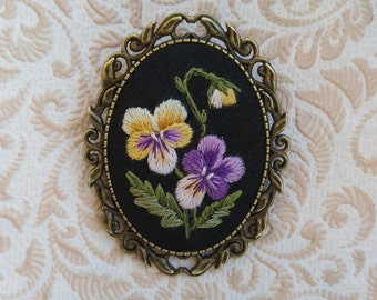 VP1 vintage pansy brooch