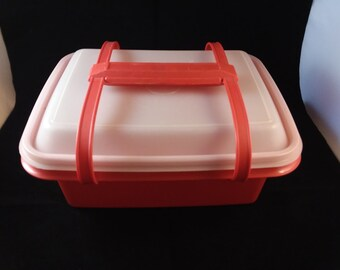 Tupperware Lunchbox with handle in Red Orange