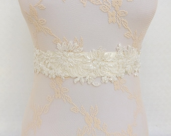 Ivory bridal sash belt. Embroidered lace flowers decorated with Ivory pearls. Wedding sash belt.