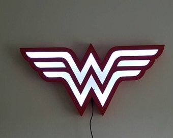 Wonder Woman light / shade with name ( Made to order, I don't have stock ) 60 cm.