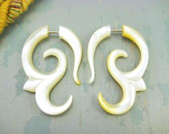 Fake Gauges Earrings Mother Pearl Earring Spiral Flower  Tribal Earrings - FG007 AS
