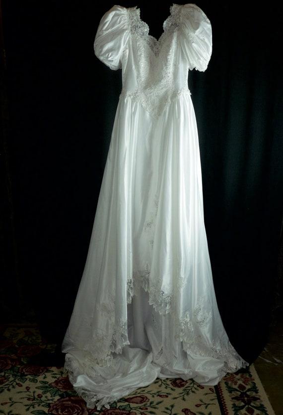 Princess Sleeved Vintage Wedding Dress