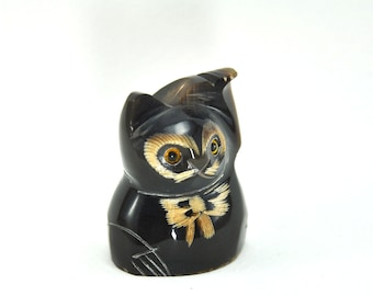 Vintage Cute lucky maneki neko Cat figurine statue hand carved sculpture from buffalo horn animal figure