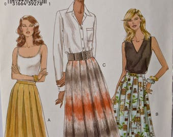 2005 Very Easy Vogue 8038 Sewing Pattern Misses' Pleated Skirt with Pleat Variations and Waistband UNCUT FF Sizes 6-8-10-12