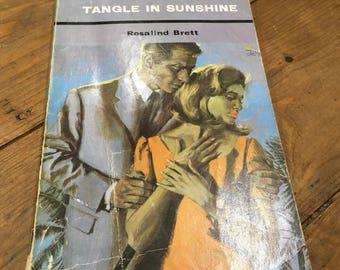 1969 paperback Mills & Boon Tangled In Sunshine Rosalind Brett