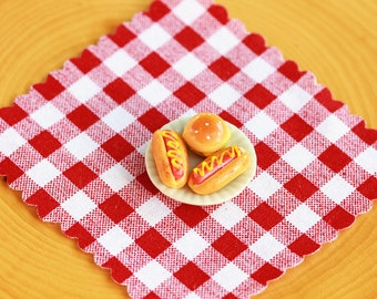 Miniature Food fairy garden accessories picnic cloth, plate with clay hot dogs and cheeseburger, terrarium accessory
