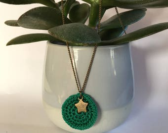 Gwen emerald green crochet with star necklace