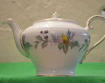 "Aynsley ""Berry Lane"" Pattern 1 Pint Teapot C2167 Bone China White"