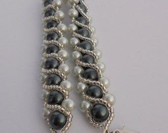 black and gray pearls w/ diagonal stripe bracelet, pearl and seed bead bracelet, silver plated sliding clasp