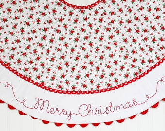 Embroidered Christmas Tree Skirt, Quilted Christmas Tree skirt, Merry Christmas Embroidery, Farmhouse Tree Skirt, Classic Tree Skirt Cottage