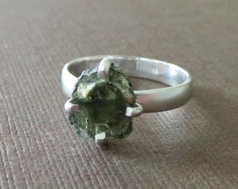 Organic Raw Watermelon Green Toumaline Clutch Solitaire Cocktail Ring Birthstone Ring